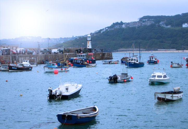 cornwall boats in harbour